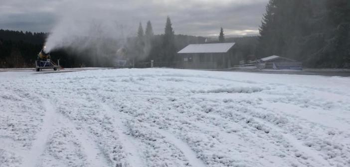 Śnieg przygotowany dla skoczków… upalony na ręcznym.