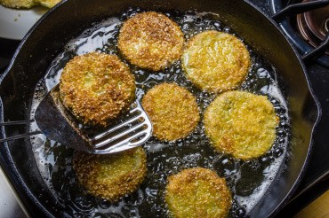 healthy southern fried green tomatoes