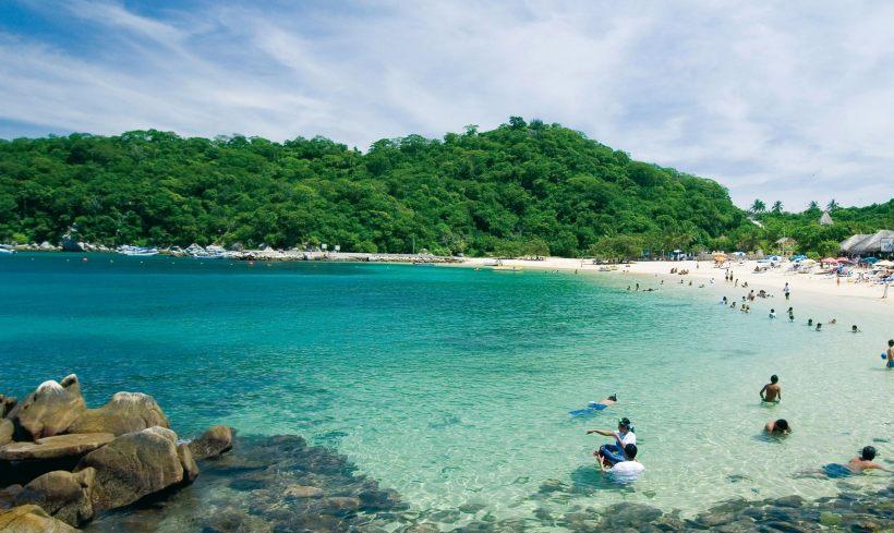 Playas en Huatulco abrirán el 15 de junio solo para turismo local