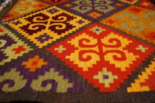 Caracol rug design, communication symbol