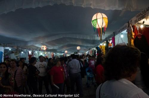 Day & Night Shopping: Expoventa on the Andador