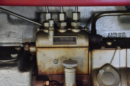 噴射ポンプです。3気筒ディーゼル2350ccということですね。