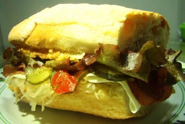 Sanduiche de Pastrami e Chucrute