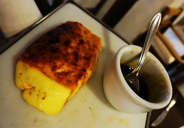 O delicioso Queijo Coalho com Melaço