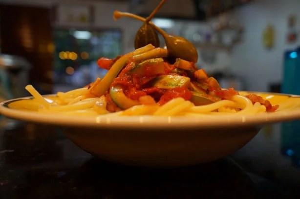 Espaguete com abobrinha e alcaparras 1