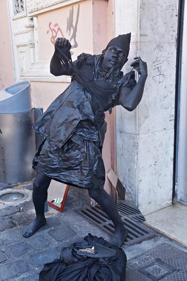 Estátua viva na Feirinha
