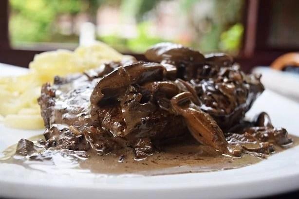 Bife de chorizo com funghi e shitake
