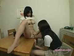 娘にレズ攻めされる北川夏美のおばさん動画無料