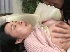 息子にレイプされる美巨乳お母さんのおばさん動画無料