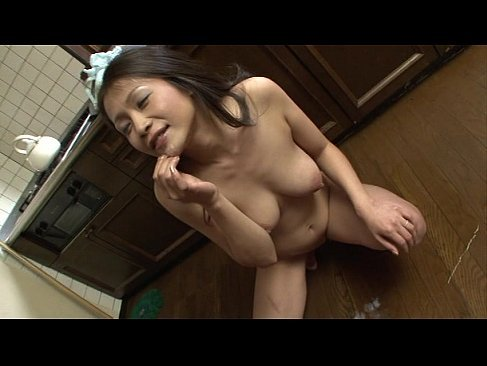 全裸でイラマチオしておめこを濡らし失禁する友田真希が変態過ぎるオバチャンノ-パン