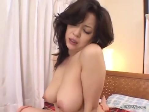 セックスとチンポをこよなく愛する美熟女系AV女優の友崎亜希が妖艶に喘ぎまくってるjyukujo動画