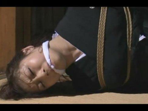 喪服未亡人が緊縛調教される!全く身動きできない状態でおまんこを弄られまくって悶絶してるjyukujo動画