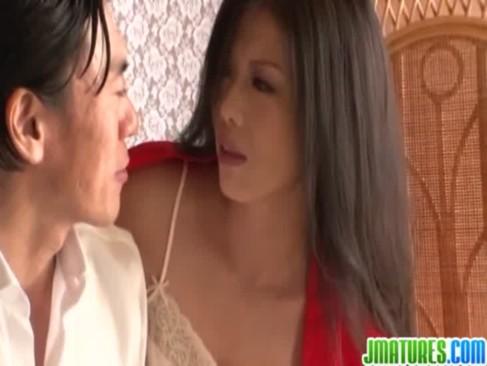 不倫相手とご無沙汰だった不貞せつくすおばさんでガチイキする黒髪熟年女ひとずまのjyukujo動画画像無料