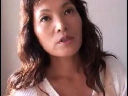 60代の普通の六十路熟女が熟年カップルの夜の生活がなく近親相姦をしてるおばさんの動画