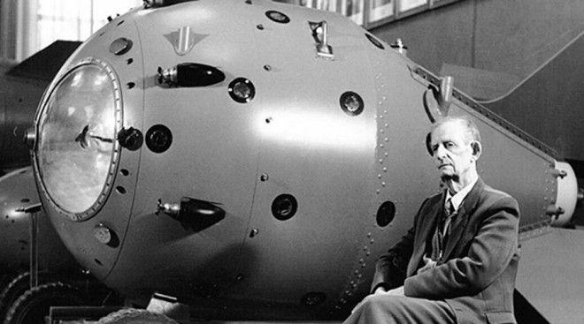Атомная бомба Атомную бомбу США закончили разрабатывать в 1945 году и это должно было стать большим сюрпризом для СССР Однако Трумэн понятия не имел что еще в 1941 году один из физиков проекта Клаус Фукс продался Советам Кроме того данные о разработках Оппенгеймера постоянно передавал советской разведке другой предатель Бенито Понтекорво Академик Курчатов называл полученные данные неоценимой поддержкой в деле разработки отечественной атомной бомбы Фукс же появился на горизонте НТР еще раз в 1944 году он продал СССР принципиальную схему водородной бомбы что позволило Курчатову закончить свой проект в рекордные сроки Вот здесь кстати можно подробнее прочесть о Розенбергах также сыгравших немаловажную роль в промышленном шпионаже