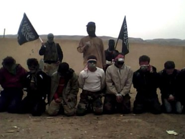 Jihadistas executam homens na Siria (Foto: AFP)