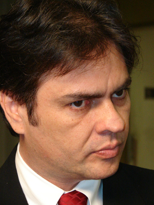 Càssio Cunha Lima advogado e político brasileiro, filiado ao Partido da Social Democracia Brasileira. É filho do ex-governador da Paraíba Ronaldo Cunha Lima.