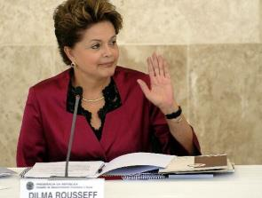 Dilma lamentou distorções na economia e diz que 'tem gente que torce contra o Brasil'