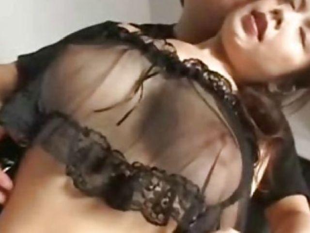 スケスケな下着で男を誘惑する美マンなおばさんのおまんこ丸見えな無修正おばさん動画