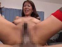 欲求不満な爆乳の義母が息子達を誘惑し相姦セックスしまくるおばさんの動画