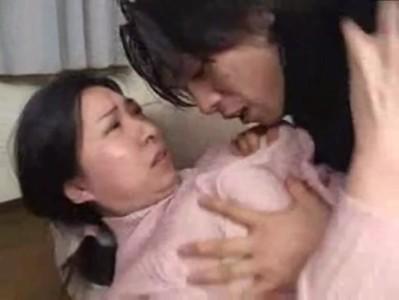反抗期の息子にガチレイプされる巨乳熟女母のjyukujo動画