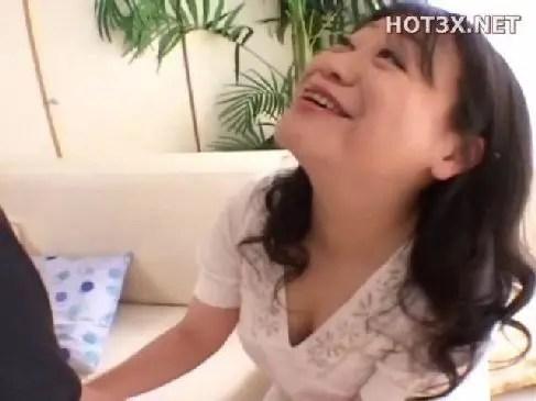 昭和の田舎で普通の主婦をしてる50代のおばあさんがポルノビデオに出演するユーチューブ無料おばさん動画