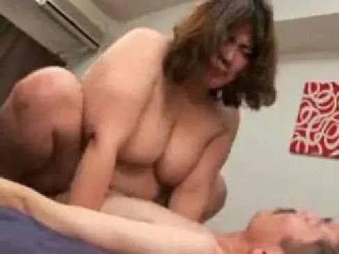 60代の豊満完熟した普通の主婦が濃厚な性交に悶えてる熟女妻のおばさん無料動画