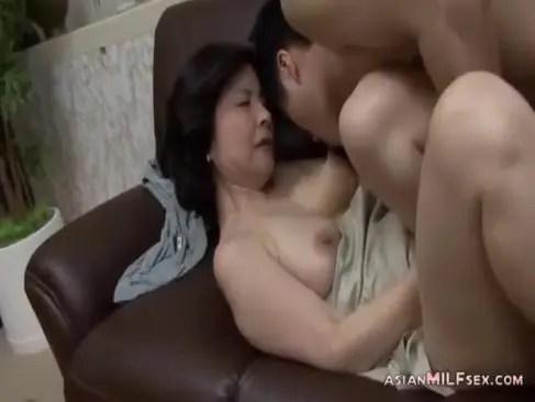 六十路完熟おばさんが近親相姦で淫らに喘いでいるおめこな日活 無料yu-tyubu