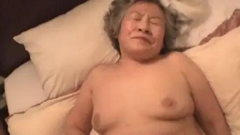 72歳の高齢なおばあちゃんが久しぶりのセックスで敏感に感じていく無修正のハメ撮り動画