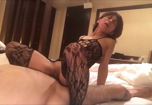 素人の中年夫婦がラブホテルで夫婦の営みを記録した個人撮影の無修正熟女動画