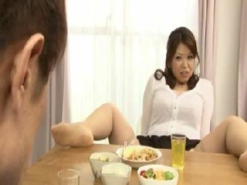 内気な息子を誘惑する40代後半の豊満熟女母親が暴走し始めるjyukujo動画画像無料tokyo