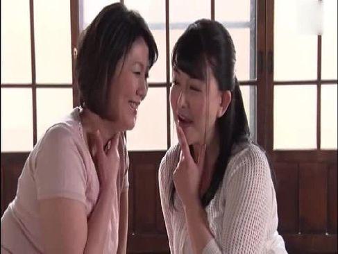チンポに飢えてる田舎に熟女おばさん達が男に襲い掛かり3Pで精子を搾り取るjyukujo50.com