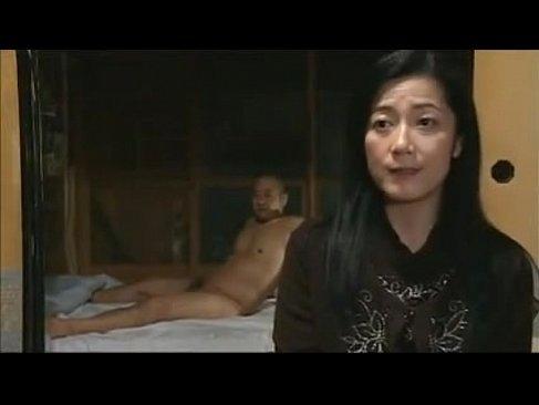 五十路熟女妻が田舎に帰省して成金のオヤジに母娘共々おめこをハメられるオバチャンノ-パン動画