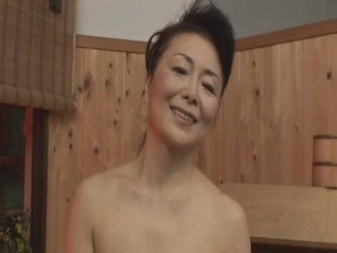 60歳を過ぎても還暦な里中亜矢子の経験豊富な性交を披露してる長編のオバチャンノ-パン