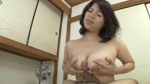 熟女好きな息子が豊満な母のおまんこを舐め回し激しいセックスしちゃう完熟動画