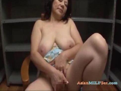 60代でも性欲がある豊満老女が黒ずんだおめこや陰核を弄って自慰してる還暦動画画像無料