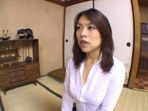 田舎の40歳の豊満な美熟女妻が欲求不満で不倫セックスしてしまう日活ロマン無料おばさん動画