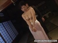 熟女系AV女優の里中亜矢子が緊縛プレイに挑戦!巨乳で熟した身体に食い込む縄はフェチには堪らないおばさんの動画