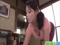 豊満完熟系女優の愛矢峰子がスパッツ姿のまませつくすおばさん!パイパンおまんこをハメられて妖艶に喘ぐjyukujo動画
