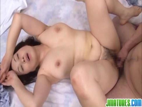 六十路豊満熟女が娘の彼氏を誘惑して寝取ってしまうおめこな日活 無料yu-tyubu