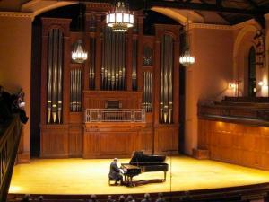 Pianist Bronfman Shows Flair for Understatement