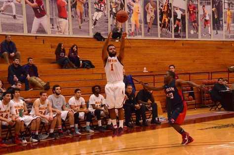 Men's Basketball Splits Pair Against Hiram, Ohio Wesleyan