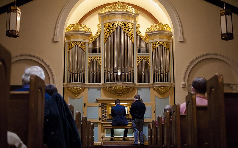 Ian+Tomesch%2C+OC+%E2%80%9910%2C+plays+the+David+and+Sigrid+Boe+organ+at+Peace+Community+Church.+The+church+is+celebrating+its+150th+anniversary+this+year.