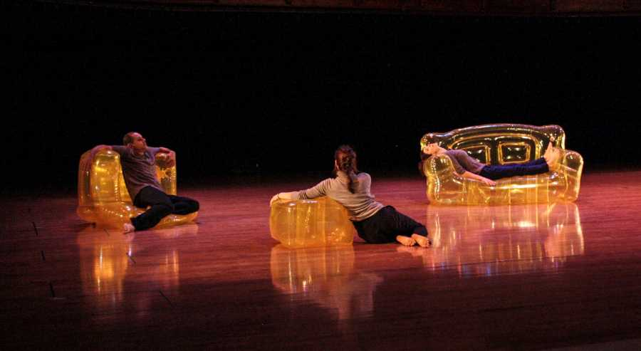 Lionel+Popkin%2C+OC+%E2%80%9992%2C+and+Carolyn+Hall%2C+OC+%E2%80%9991%2C+with+Samantha+Mohr%2C+perform+Popkin%E2%80%99s+Inflatable+Trio%2C+a+collaborative+dance%0Aset+to+music+by+Associate+Professor+of+Computer+Music+and+Digital+Arts+Tom+Lopez%2C+OC+%E2%80%9989.