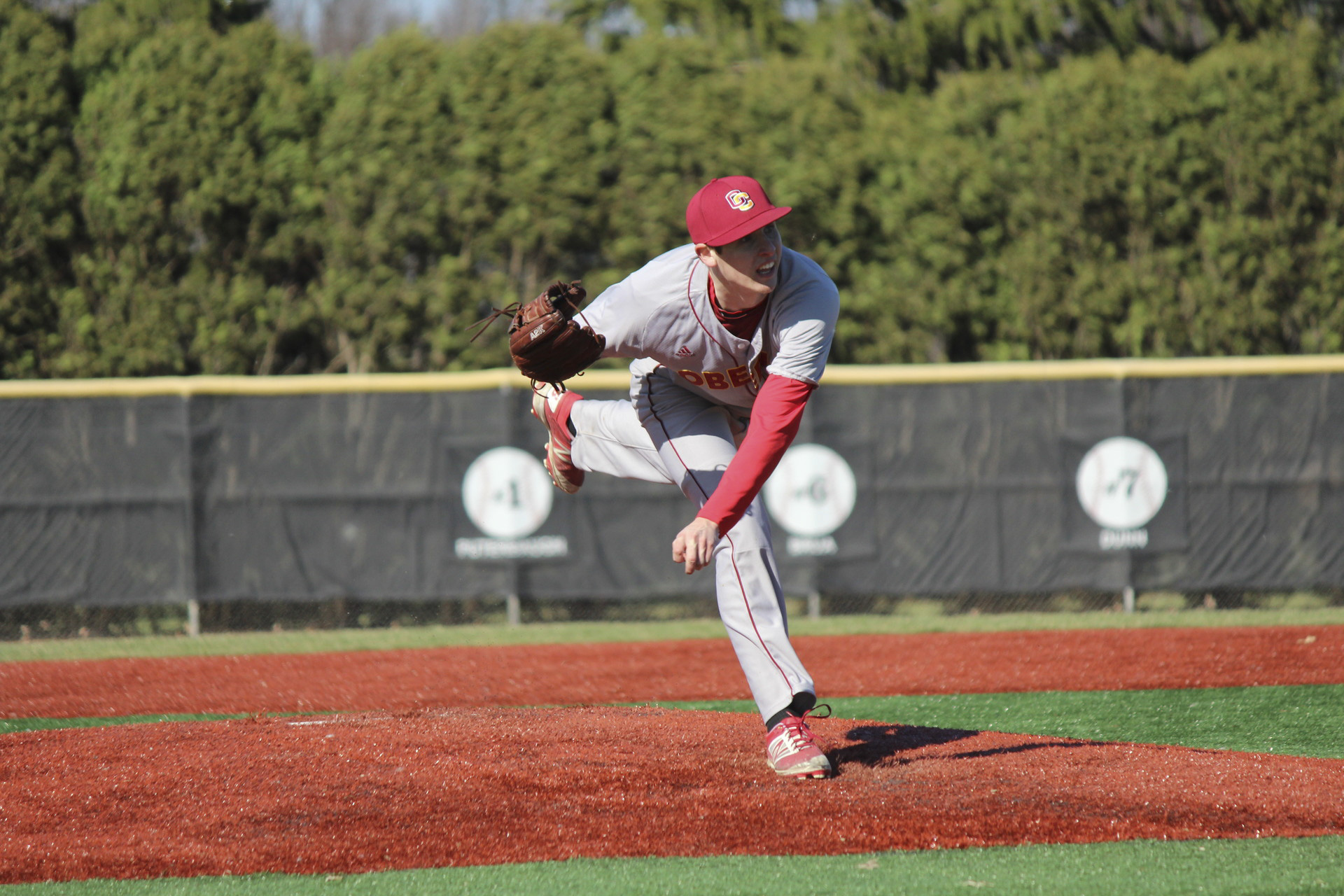 Sophomore Zach Steer pitches for the Yeomen. Steer is currently 3–1 and has struck out 18 batters in 29.2 innings this season. The left-handed pitcher led Oberlin to a 14–4 win over the Hiram College Terriers last Saturday.