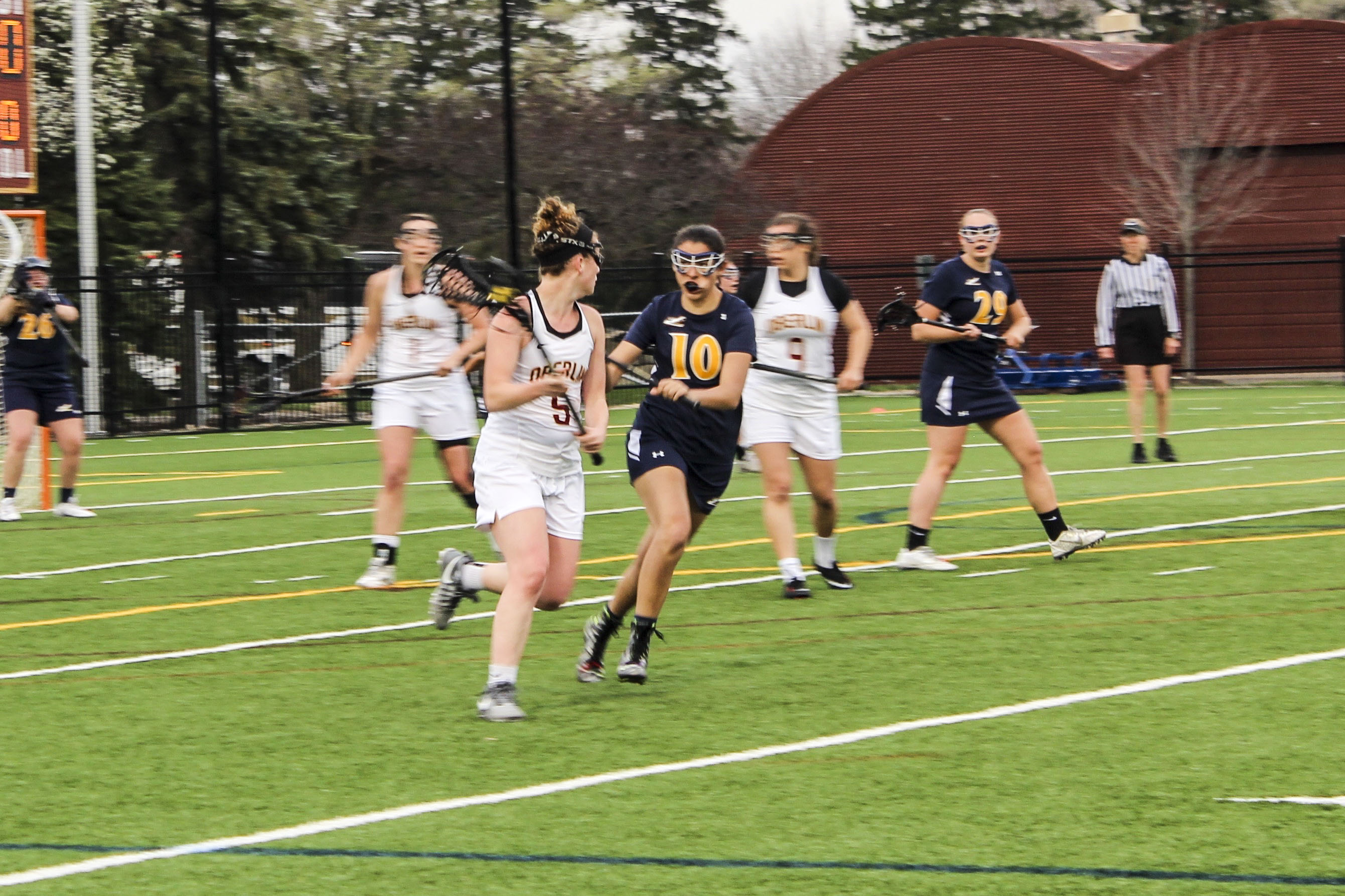 Sophomore Hayley Drapkin looks to make a pass in Oberlin's 14–3 win against Allegheny College Tuesday. The Yeowomen are currently 9–1 overall and 3–1 in conference play.