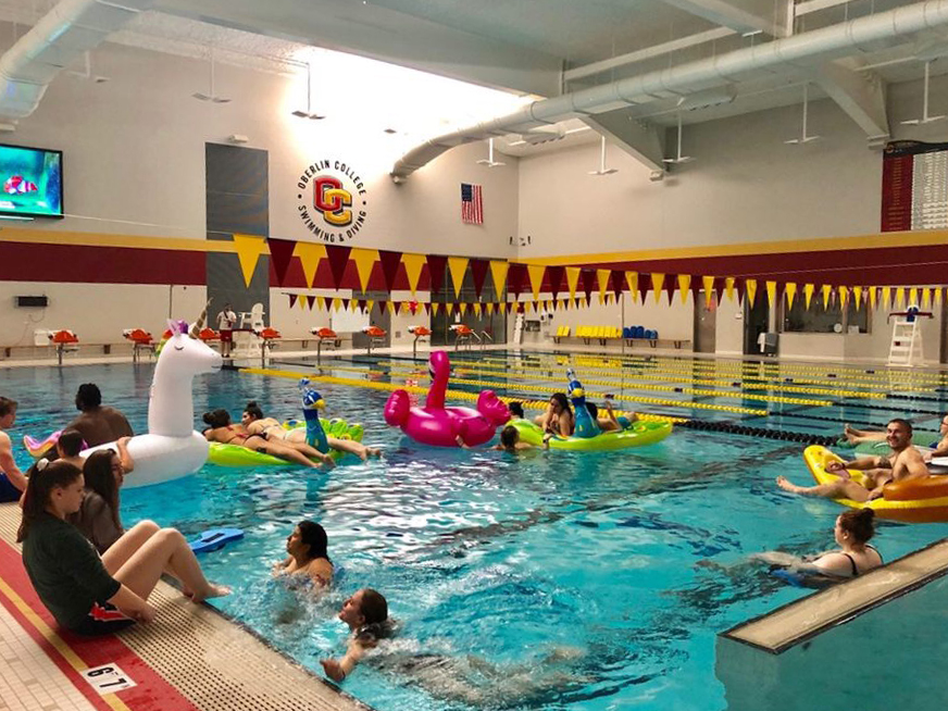 Last+Friday%2C+the+Student+Athletic+Advisory+Committee+hosted+its+first-ever+Dive-Into+Spring+Semester+event+in+Carr+Pool.+With+an+entry+fee+of+%242%2C+Oberlin+students+and+community+members+alike+were+able+to+jump+into+the+pool+while+watching+the+on-theme+feature+film+of+the+night%2C+Finding+Nemo.+Popcorn+and+floaties+were+provided%2C+allowing+attendees+to+snack+and+drift+through+the+water%2C+turning+Carr+Pool+into+an+aquatic+drive-in+movie+theater.+The+SAAC%E2%80%99s+mission+is+to+create+a+strong+relationship+between+the+Oberlin+community+and+varsity+athletics+through+sponsored+projects+and+events+such+as+this+one.