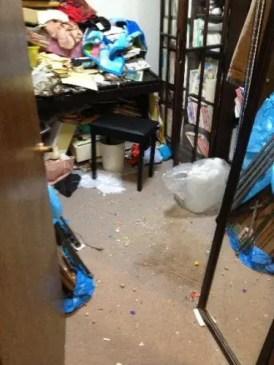 ピアノが物置きになった汚部屋の片付け 都島区の片付け業者トリプルエス