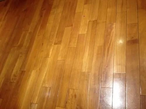 床面ワックスで照明の光が反射して明るさアップ