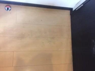ガンコな汚れがこびりついた床の洗浄 トリプルエス 大阪